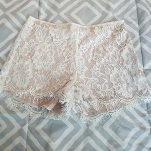 Tobi NWT Cream Lace Scallop Edge Shorts Small